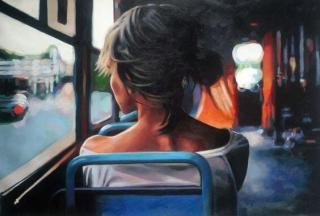 Donna-seduta-di-spalle-su-un-autobus